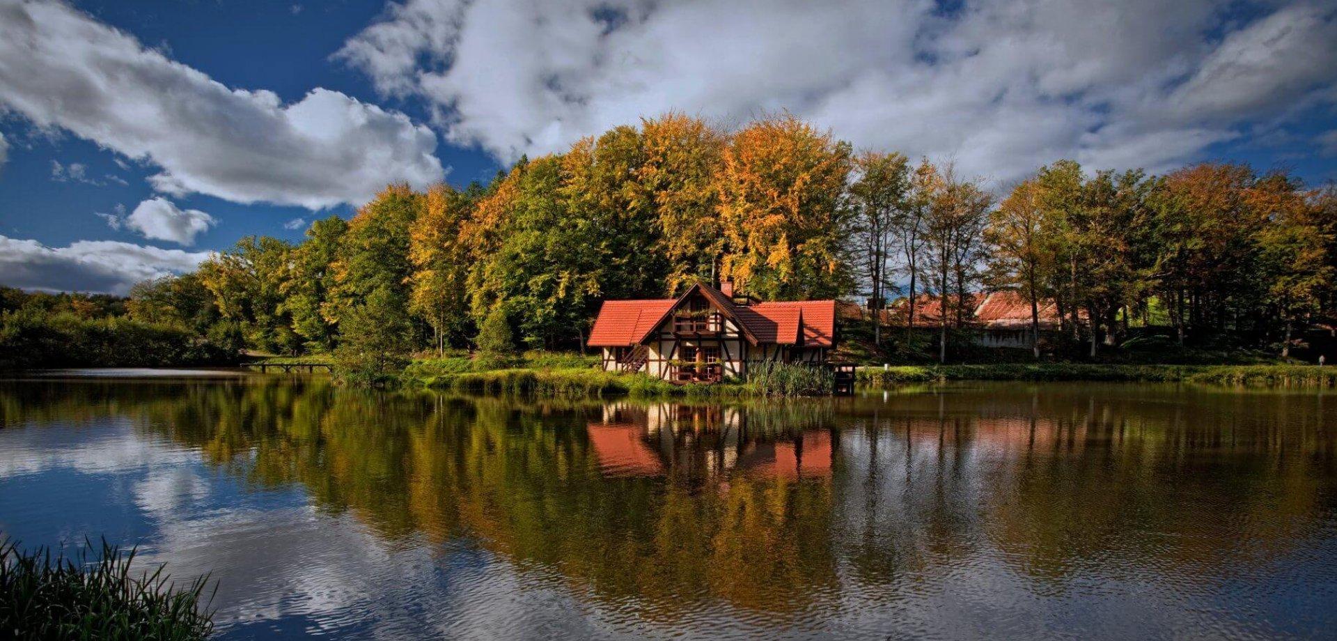 Gdzie na wakacje jesienią w Polsce? Sprawdź nasze propozycje!