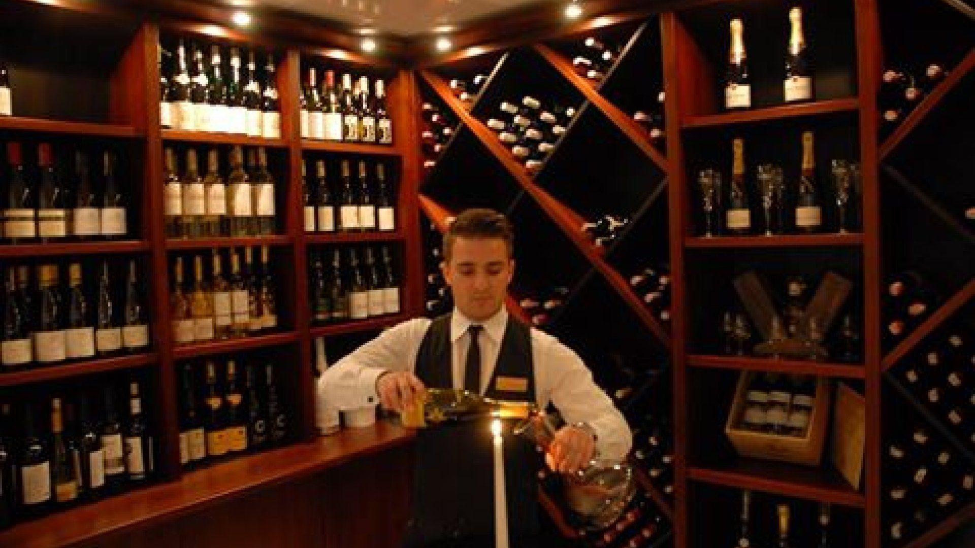 Otwarcie winiarni w restauracji Chapeau Bas