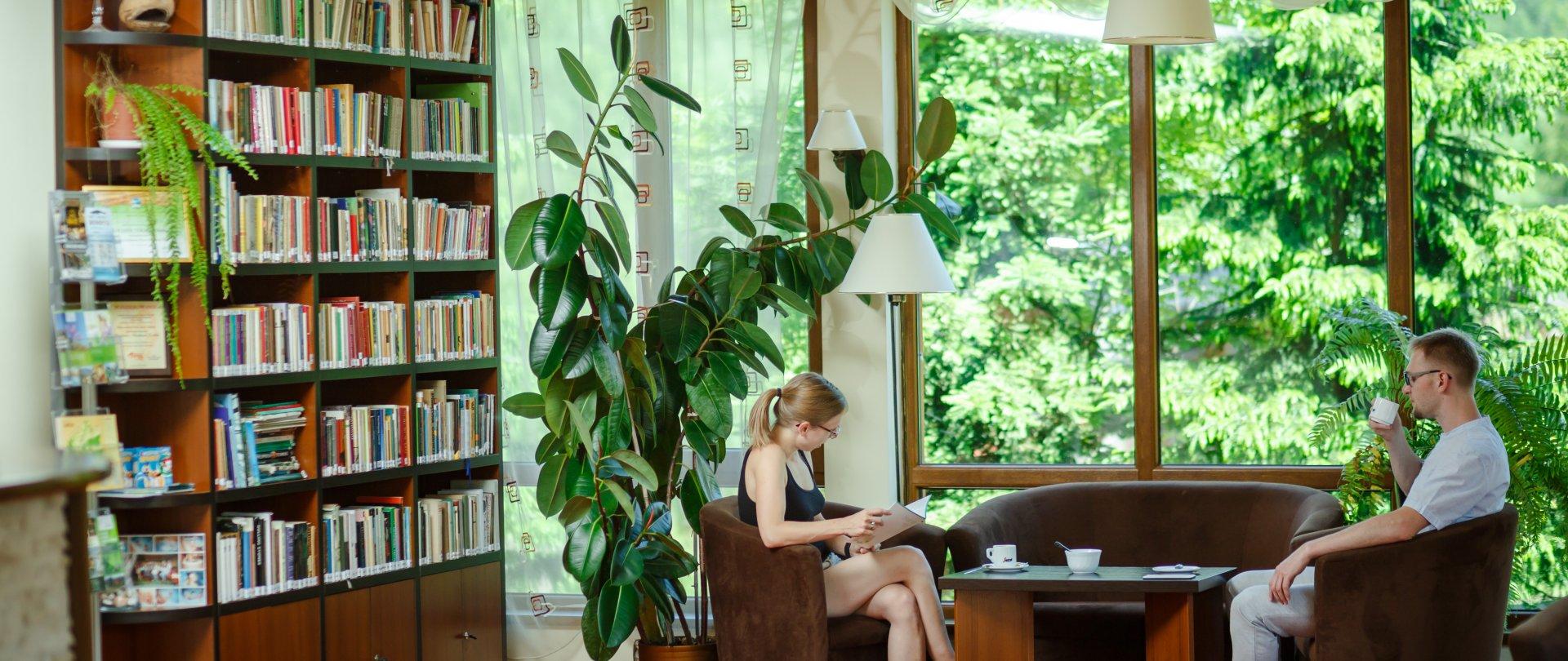 Biblioteczka w Lobby Barze