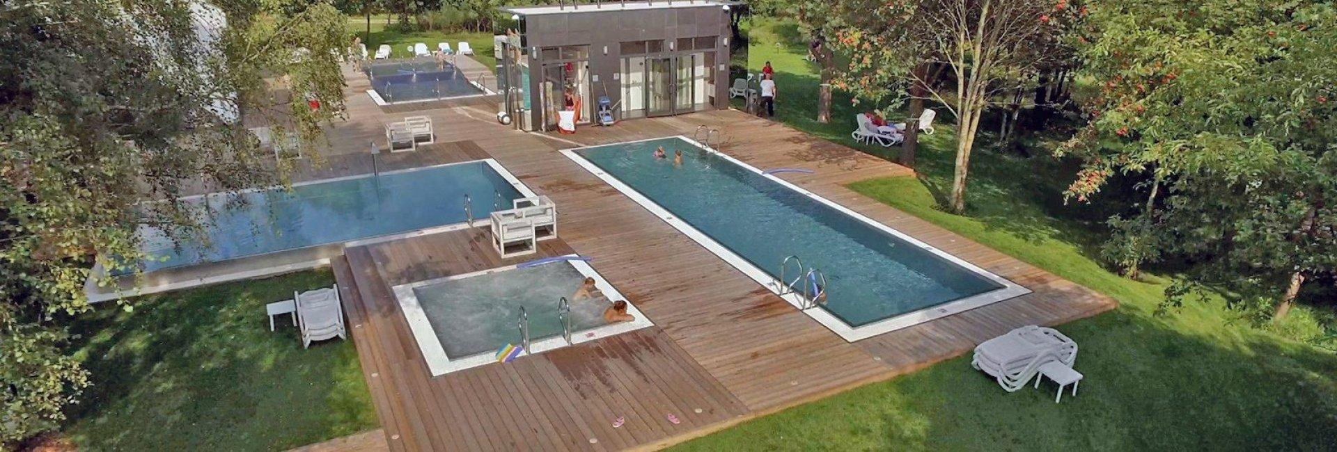 Różnica między hotelem a resortem