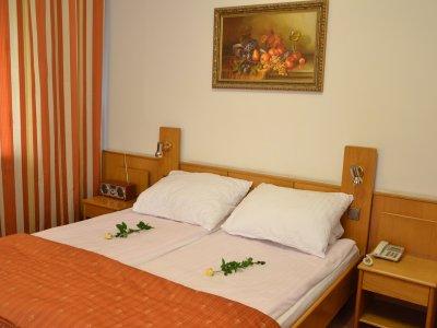 Hotel** Karat