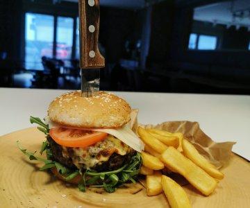 Burger Włoski + frytki