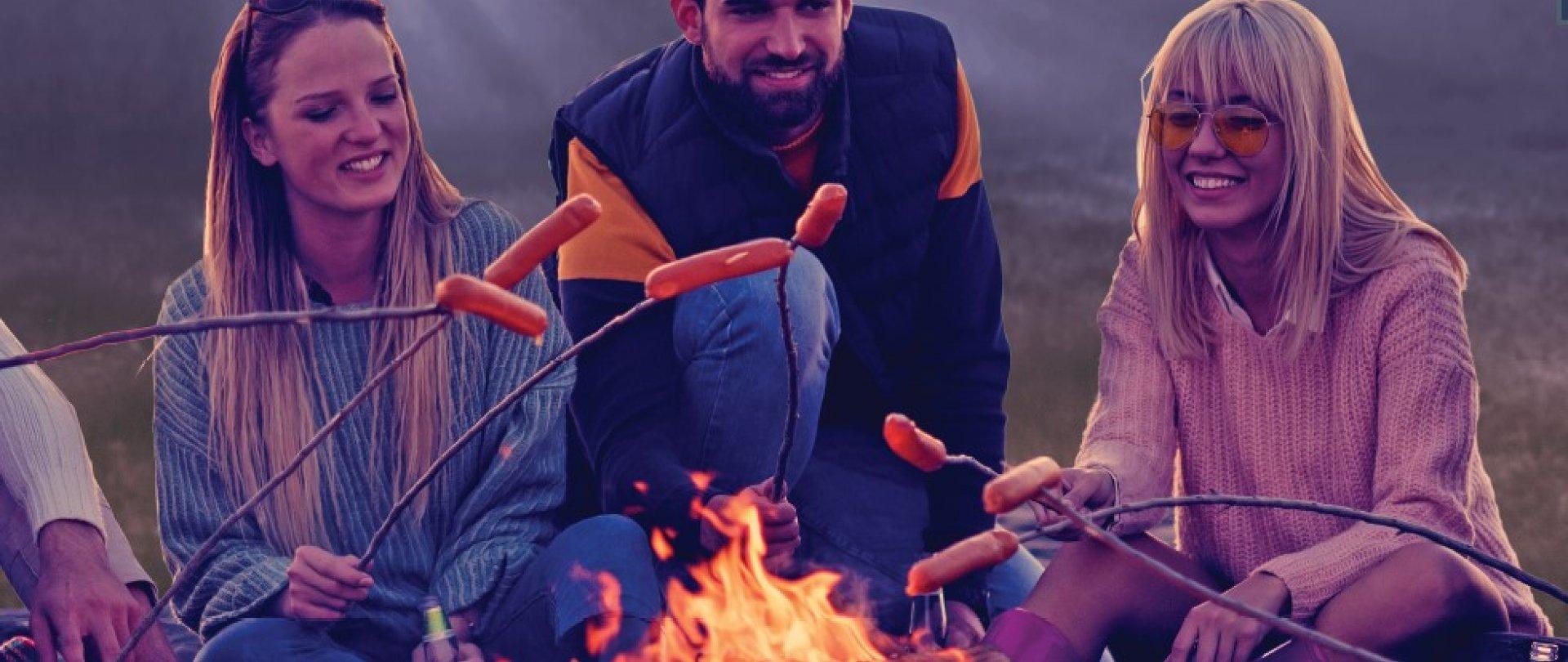 Biesiadowanie przy ognisku