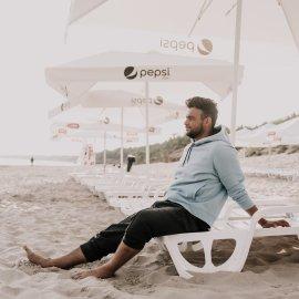 Plaża z leżakami i parasolami czeka właśnie na Was ???? zapraszamy!