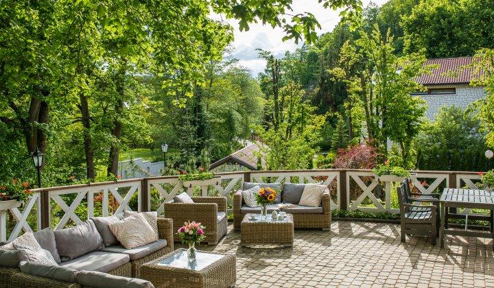tarasy zewnętrzne Hotelu Berberys w Kazimierzu Dolnym
