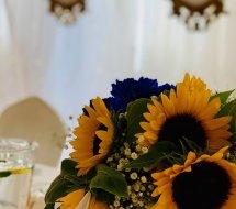 Chabrowy niebieski i słoneczniki