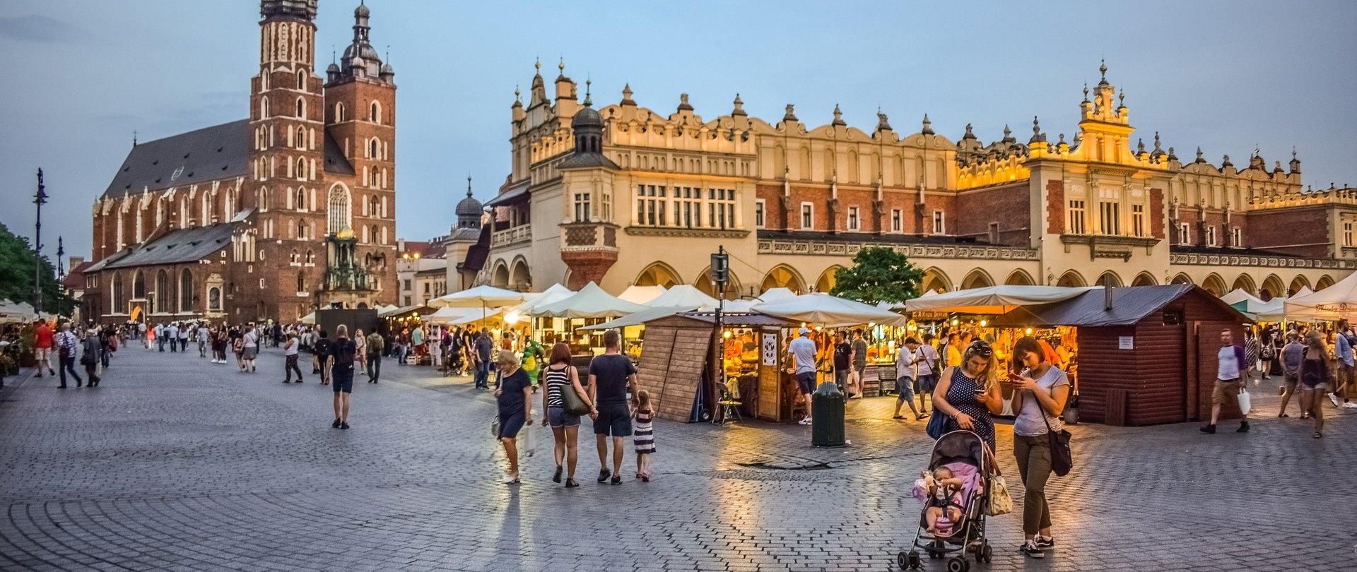 Jakie miejsca warto odwiedzić w Krakowie?