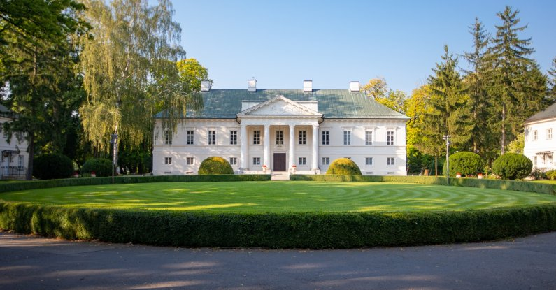Zwiedzanie pałacu z przewodnikiem dla szkół