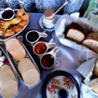 Frühstück mit hausgemachtem Kuchen