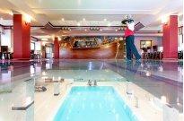 Szklana podłoga w Restauracji Kapitańskiej