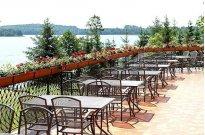 Taras z widokiem na jezioro - Restauracja Kapitańska