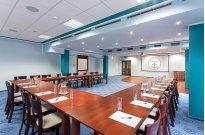 Sala niebieska w ustawieniu w podkowę - Konferencje w Robert's Port Mikołajki (Mazury)